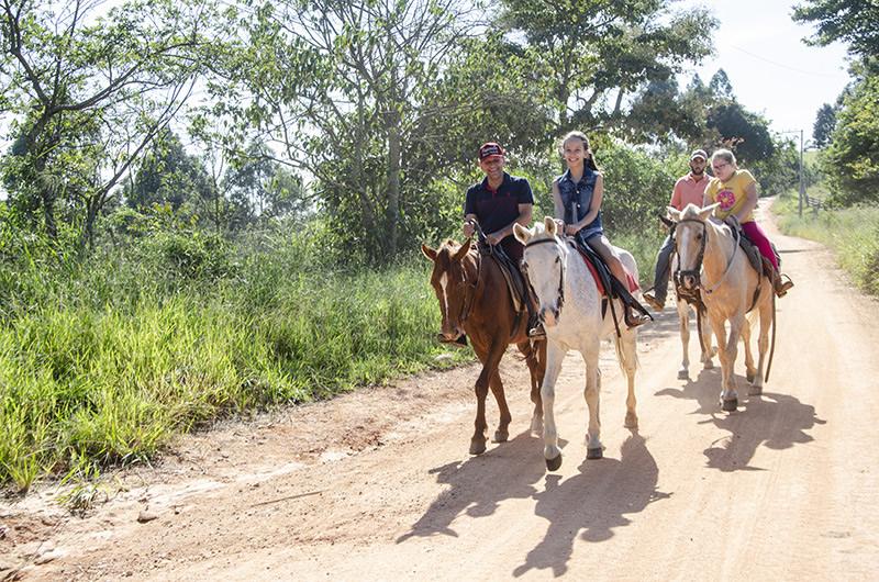 Passeio a cavalo (longo)
